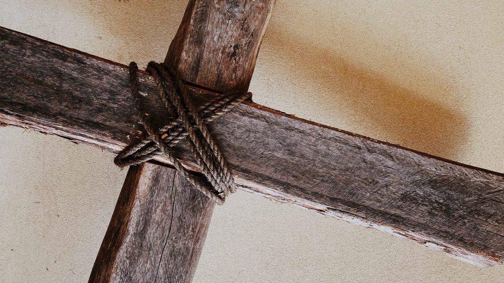 Wooden-Rugged-Cross